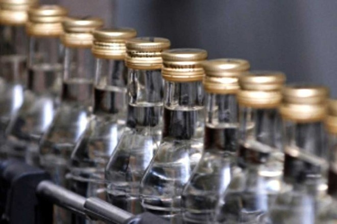 За незаконне виготовлення та збут алкогольних напоїв прикарпатець постане перед судом
